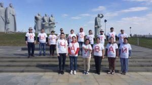 Гости из Кыргызстана приняли участие в субботнике по благоустройству братской могилы панфиловцев в Нелидово
